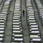 Koronavírus zabil už viac ako tisíc ľudí, padajú hlavy miestnych úradníkov