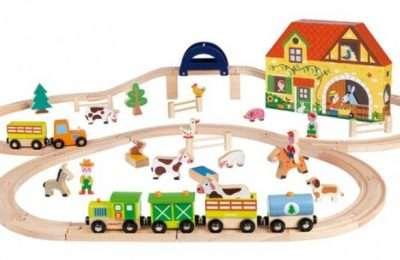 Drevené vlaky a vlakové tabuľky