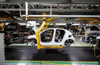 Pomalé prebúdzanie: VW pôjde minimálne do polovice mája iba sjednou zmenou, PSA postojí ďalší týždeň