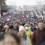 Na pochode proti Lukašenkovi v Minsku polícia zatkla najmenej 50 ľudí