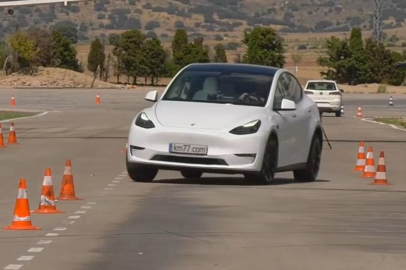 Tesla Model Y prešla losím testom. Výsledok je výborný.