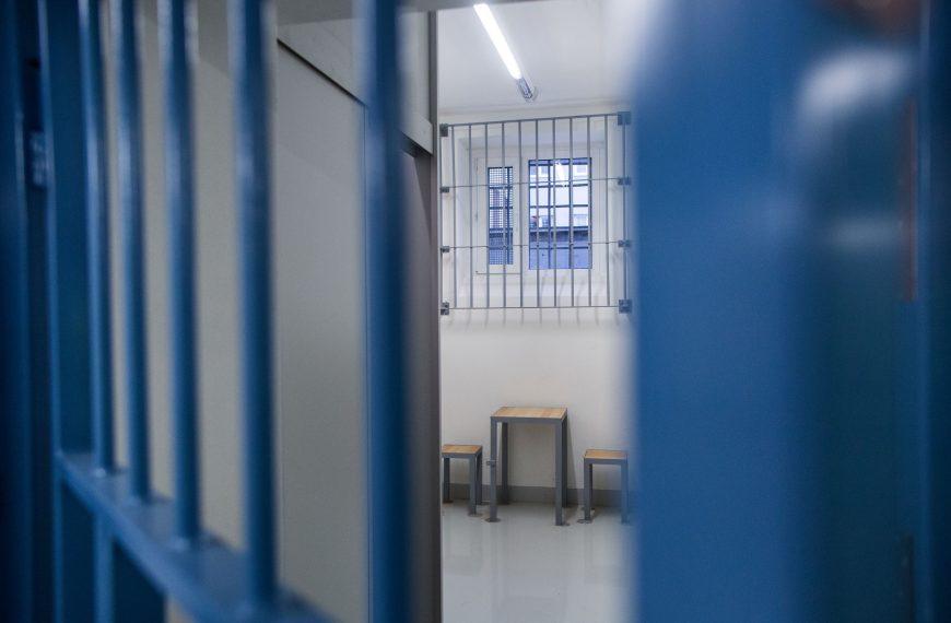 Troch vyšetrovateľov NAKA zobral sudca do väzby. Oďalších ešte rozhoduje